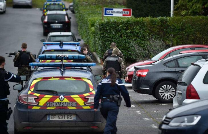 Moselle : Un militaire islamiste de 19 ans attaque un gendarme avec un couteau, il se revendique de l'Etat islamique