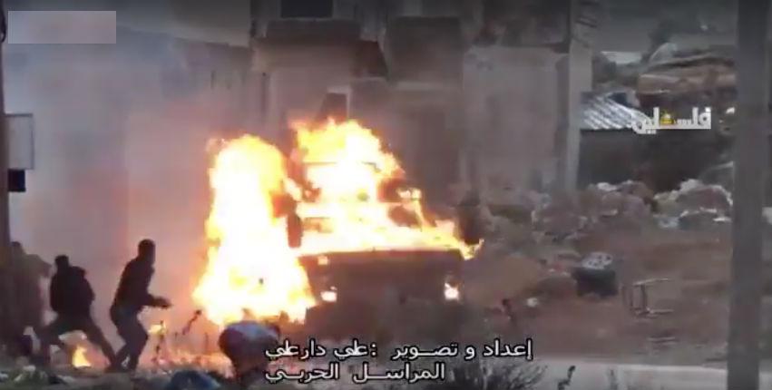 Vidéo choc : Des Palestiniens attaquent des véhicules de Tsahal avec des bombes incendiaires