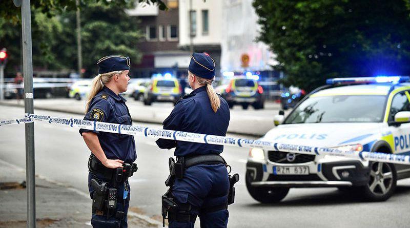 Suède : des migrants insultent des employés du Burger King puis poignardent les Suédois qui les défendent (Vidéo)