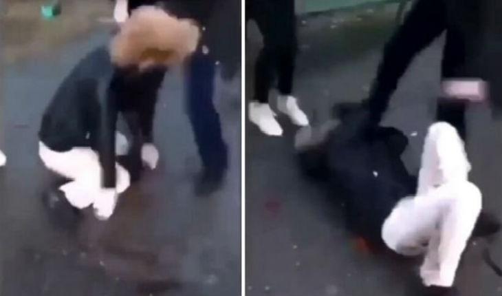Une bande de racailles frappe violemment une jeune fille blanche au sol au cri de « tuez-la wallah !» (Vidéo)