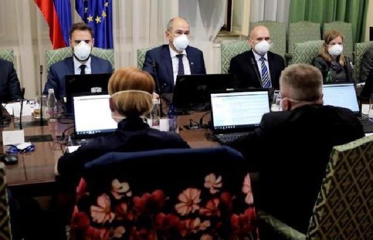 Coronavirus : le port du masque est obligatoire dans tous les lieux publics en Bulgarie, mais aussi en Slovénie… eux ont des masques pour la population !