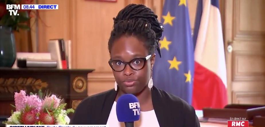 Gaffes à répétition de Sibeth Ndiaye, tolérance à l'égard des «quartiers sensibles», le sommet de l'État n'est pas à la hauteur de sa rhétorique martiale, estime Céline Pina
