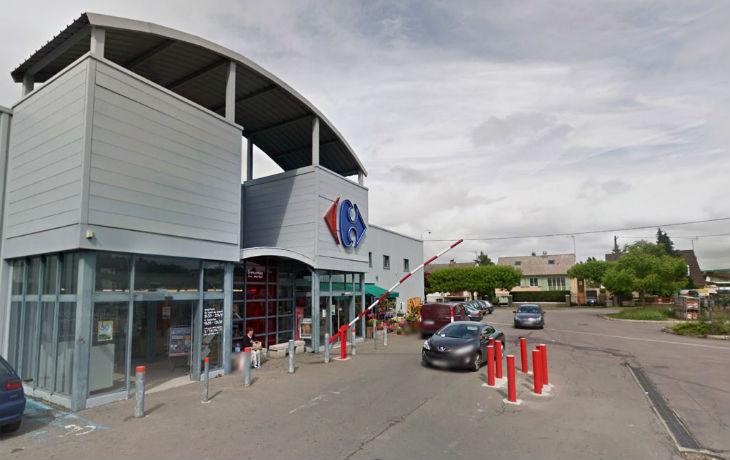 Yvelines : Ils remplissent 8 caddies de denrées alimentaires au supermarché et s'enfuient avec sans payer