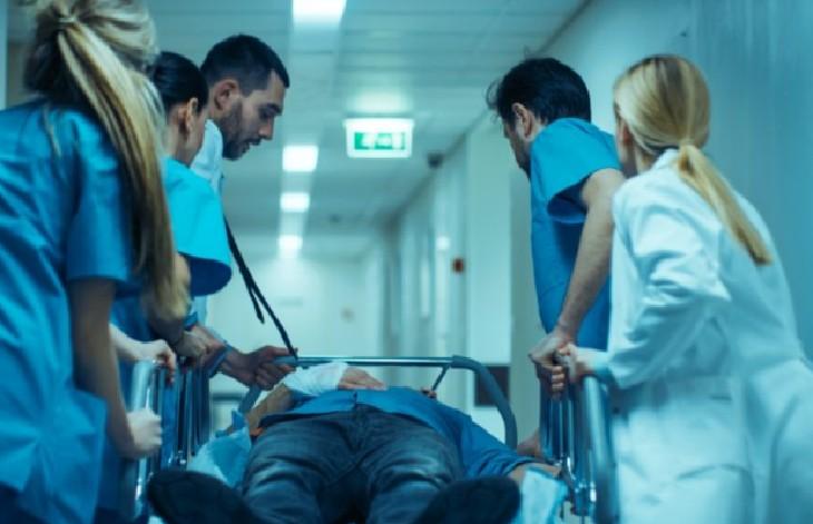 Pontoise : « Une vague de jeunes arrive en réanimation, 1/3 a moins de 35 ans, il faut faire le tri parmi les patients »