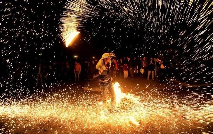 Iran : Les jeunes iraniens ne brûlent pas le drapeau israélien mais les effigies de Khamenei et de Rohani