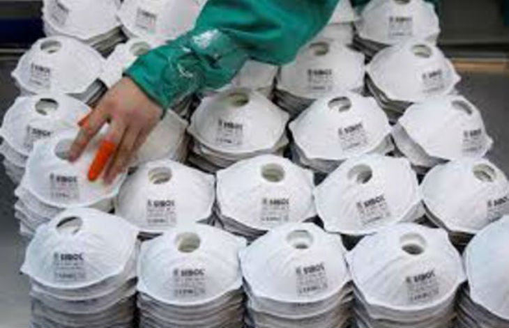 Paris : découverte de 23 000 masques de protection dans une camionnette