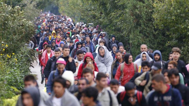 « Ces migrants vivent gratuitement sans contribuer. C'est le chaos maintenant » dénoncent des Grecs