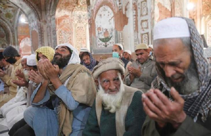 Les mosquées bondées au Pakistan : « Nous ne croyons pas au coronavirus, nous croyons en Allah »