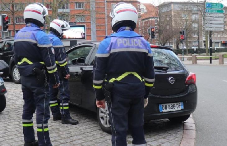 L'ultimatum des syndicats de policiers : sans masques, les policiers n'effectueront plus les contrôles du confinement. Beauvau retire les masques FFP2 aux agents car il y a bien une pénurie