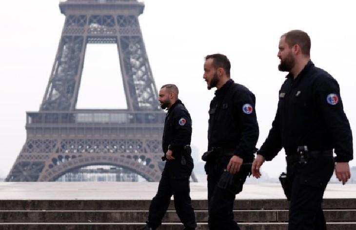 5000 policiers confinés avec des symptômes, dont 650 à Paris selon un syndicat : « Ils n'ont pas pu être testés parce qu'on ne teste plus au Covid-19 »