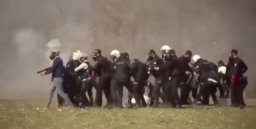 Grèce : 92% des Grecs jugent qu'il y a trop de migrants dans leur pays, 80% veulent la fermeture de la frontière avec la Turquie (Vidéo)