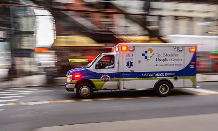Coronavirus : Faute de place à la morgue, New York prévoit d'enterrer temporairement ses morts dans un parc