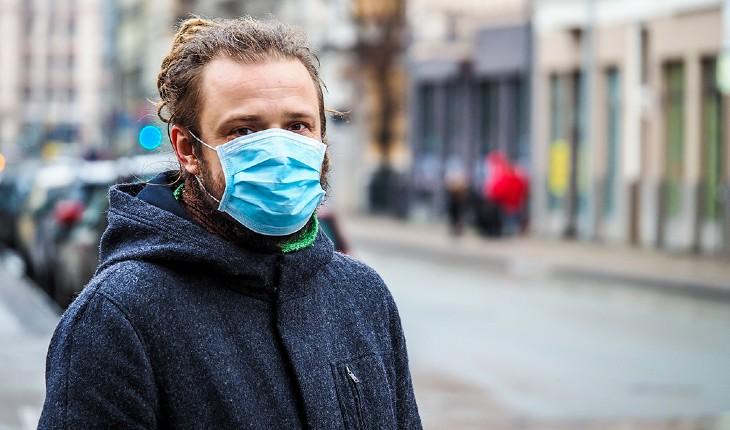 Un pharmacien français : « nous avons des masques, Macron nous interdit de les vendre »
