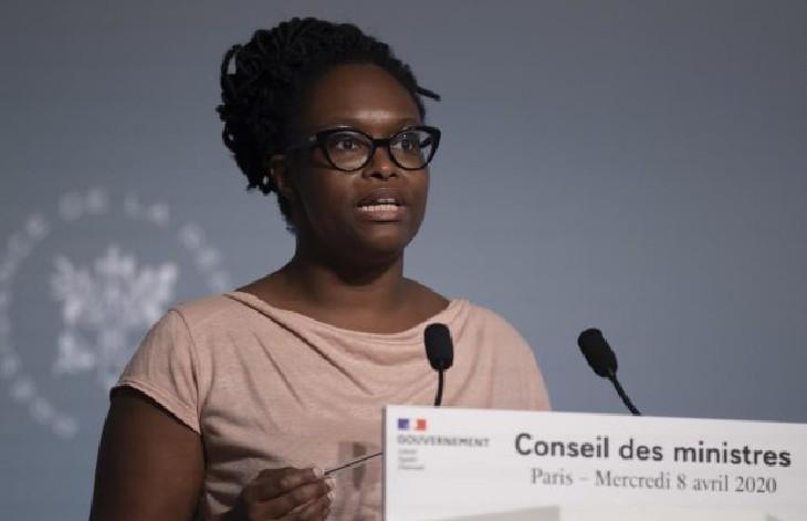 Port du masque obligatoire : « Nous prendrons une décision quand il y aura un consensus scientifique », explique Sibeth Ndiaye qui n'a cessé de mentir…