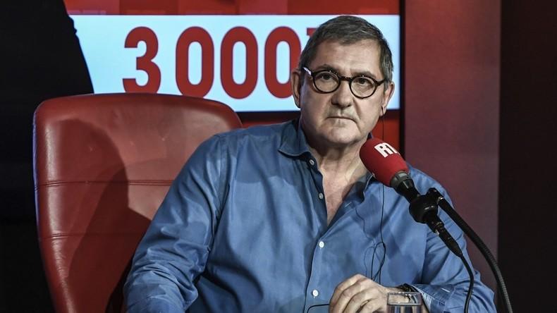 Yves Calvi, déjà accusé d'être méprisant avec les gilets jaunes, se dit agacé par la «pleurniche permanente hospitalière»… (Vidéo)