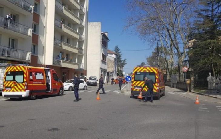 Attaque islamiste à Romans-sur-Isère: Le migrant soudanais poignardait les passants en centre-ville en hurlant de « Allah Akbar ». Deux morts, au moins quatre blessés (Vidéo)