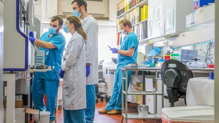 Coronavirus: Israël annonce des progrès vers le vaccin, des médecins testent la thérapie au plasma sanguin