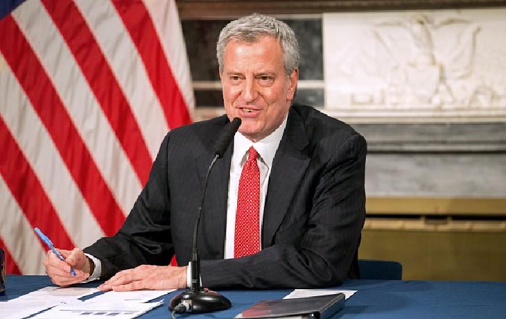 Le maire démocrate de New York menace de sanctions«la communauté juive» suite à un rassemblement lors des obsèques d'un rabbin. Il ne menace pas les autres communautés