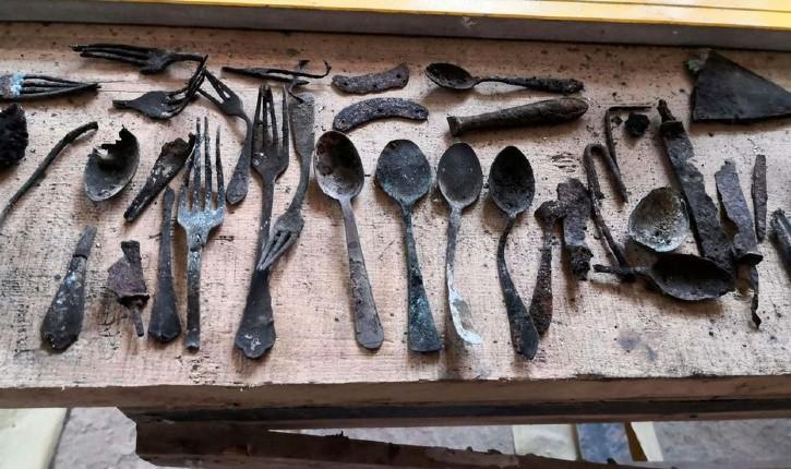 Camp d'Auschwitz : des ustensiles de cuisine ont été retrouvés cachés dans un conduit de cheminée du bloc 17