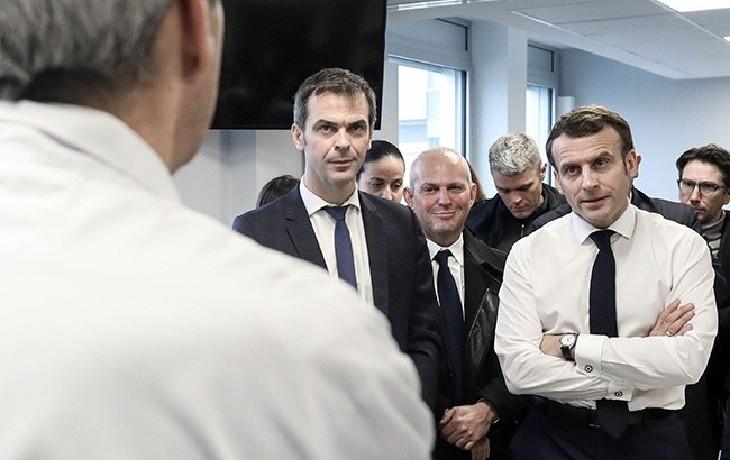 """Macron : """"L'erreur, c'est que nous avons sous-estimé à quel point l'hôpital était à l'os"""""""