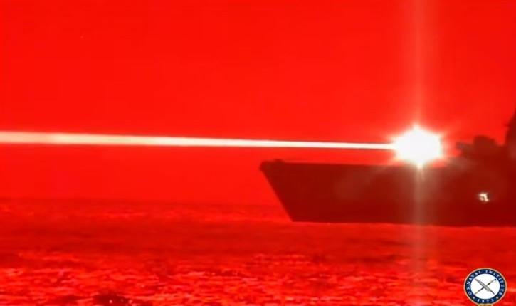 [Vidéo] États-Unis : Test concluant pour l'US Navy, une nouvelle arme laser montre son efficacité en détruisant un drone