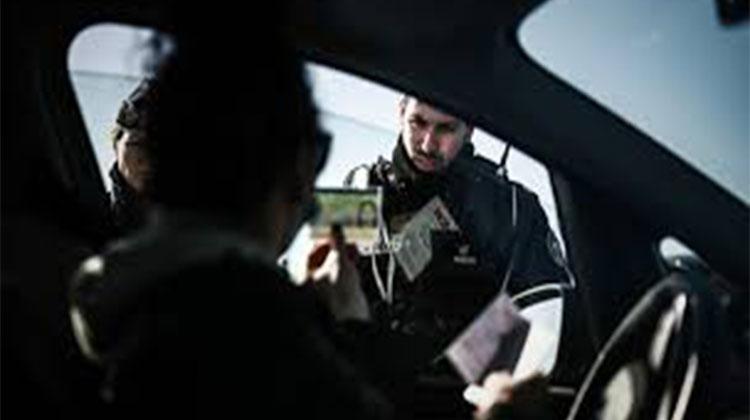 Quatre iraniens se déguisent en policier et dépouillent les automobilistes