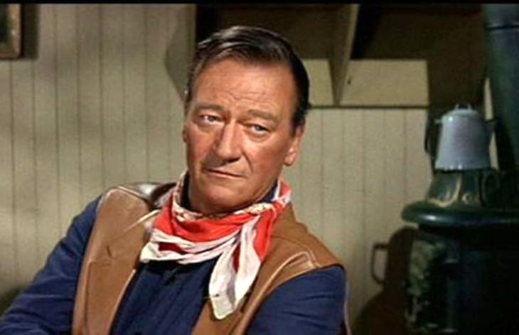 États-Unis : des démocrates demandent à débaptiser l'aéroport John Wayne à cause de commentaires racistes de l'acteur dans une interview de 1971
