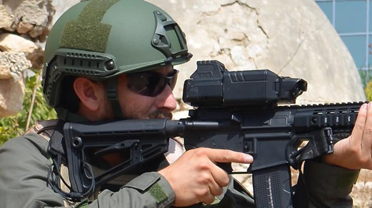 Israël: une startup invente un viseur numérique qui révolutionne le tir «Notre système permet de transformer n'importe quel soldat en tireur d'élite» (Vidéo)