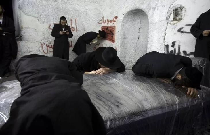 Naplouse: affrontements après une prière de 2.500 Israéliens sur le Tombeau de Joseph, «Israël ne renoncera pas aux lieux saints»