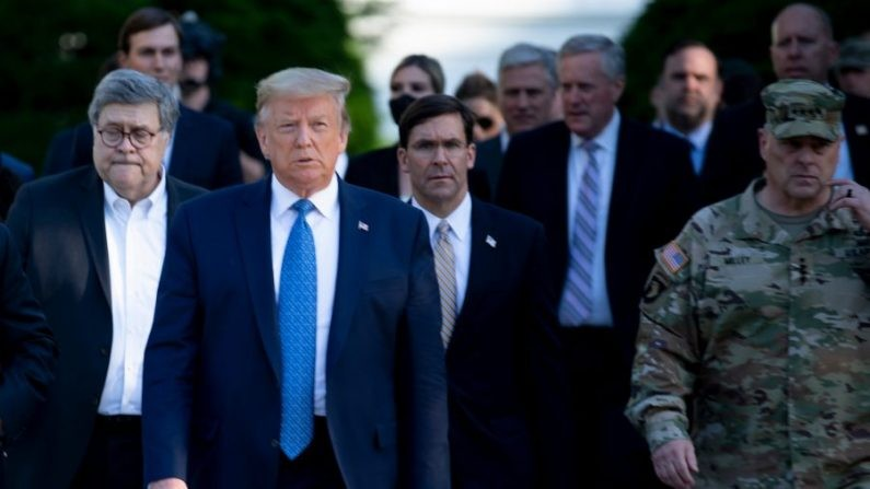 Donald Trump déploie des «soldats lourdement armés» à Washington en réponse aux émeutes d'extrême gauche