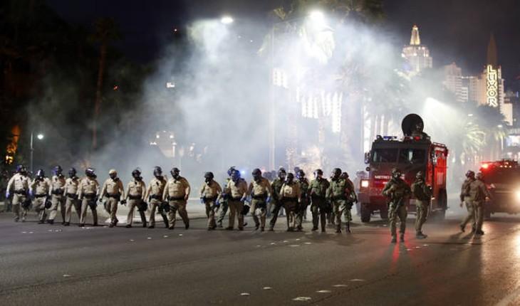 Emeutes gauchistes aux États-Unis : un policier abattu d'une balle dans la tête à Las Vegas. Quatre policiers blessés par balles à Saint-Louis. Des violences entre riverains et hispaniques et « black lives matter » font 4 morts (Vidéo)