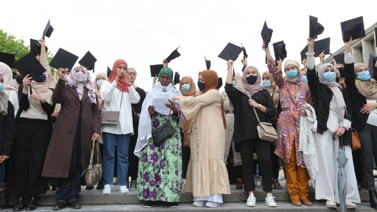 Islamisation à Bruxelles : manifestation contre l'interdiction du hijab dans l'enseignement supérieur