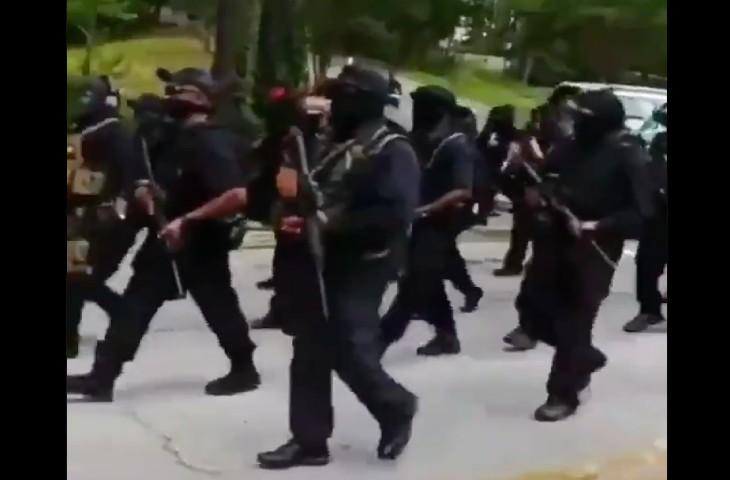 Atlanta : Des centaines de miliciens armés des Black Panther défilent en criant « Black Power » (Vidéo)