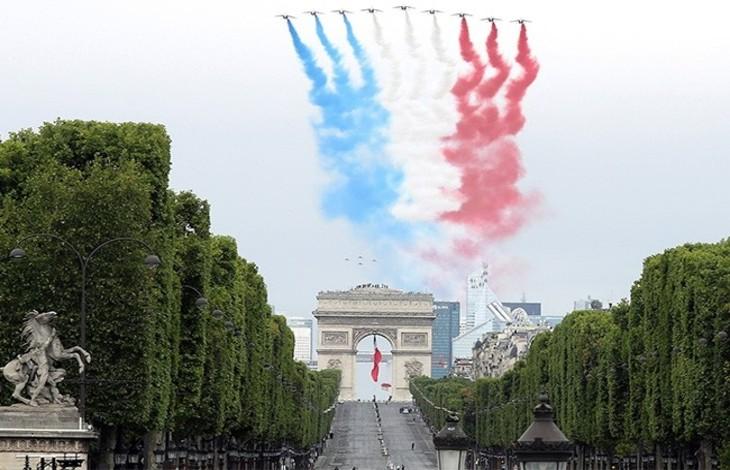 """La France traitée de pays """"raciste, transphobe, militariste"""" par des antiracistes qui dénigrent le 14-Juillet par milliers sur Twitter"""