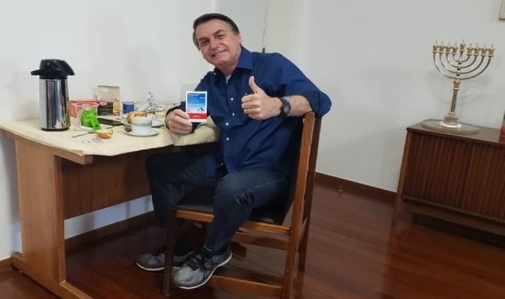 Le président brésilien Jair Bolsonaro annonce avoir été testé négatif au coronavirus, il attribue sa guérison à son traitement à l'hydroxychloroquine