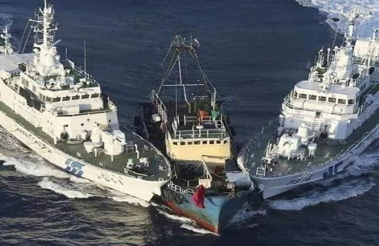 L'Australie ne veut plus de migrants : deux navires militaires ont percuté un bateau de migrants illégaux qui n'a pas répondu aux sommations. Les clandestins ont tous été renvoyés