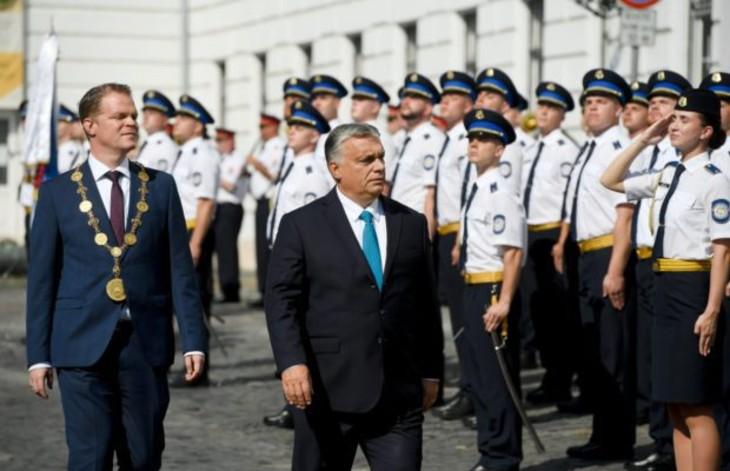 Viktor Orbán : « Les policiers sont traités de racistes, tandis que leur réputation est détruite en même temps que les statues… La Hongrie n'est pas et ne sera jamais ce genre de pays »