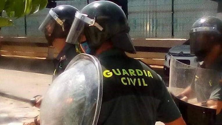 Espagne: 300 migrants maghrébins provoquent une émeute pour s'échapper d'un centre de rétention, 9 policiers blessés par des jets de pierres et des coups de couteaux (Vidéo)