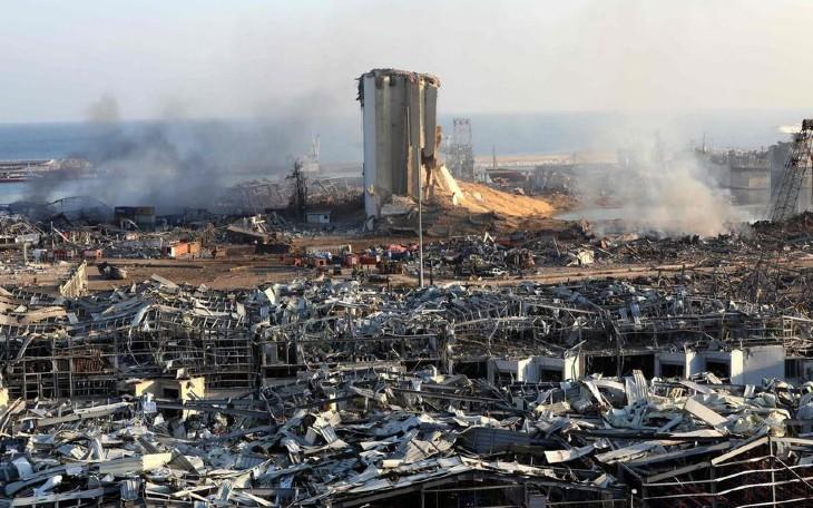 Le Président Aoun évoque l'hypothèse d'un «missile» ou d'une «bombe» dans la double explosion à Beyrouth. 16 fonctionnaires du port interpellé