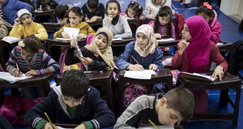 """Laïcité à l'école : la majorité des dérives est """"liée à l'islamisme, marquées par l'influence croissante du salafisme"""""""