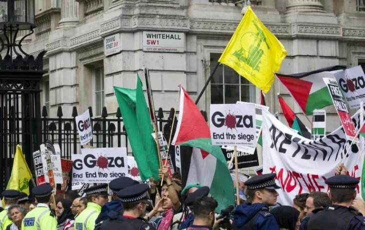 Londres : des arabes anti-israéliens profèrent des menaces de mort contre les Juifs en toute impunité (Vidéo)