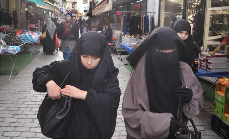 Belgique: le voile islamique profite du soutien des écolos et des féministes pour se banaliser