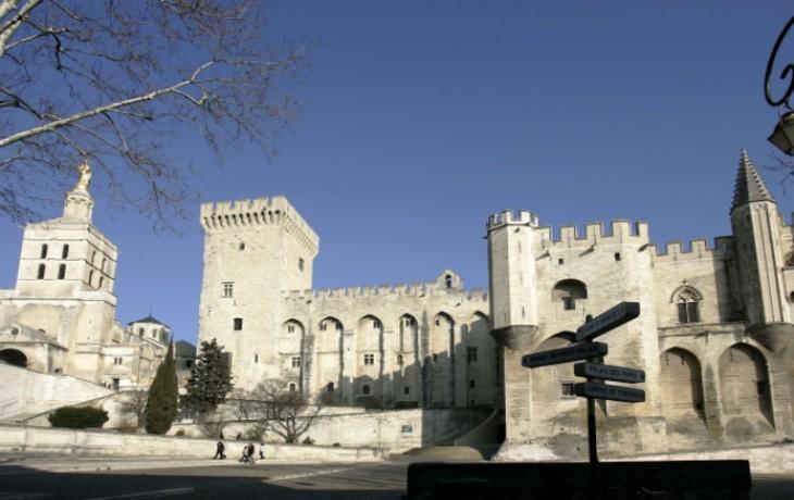 Ensauvagement à Avignon : Un jeune homme tabassé par des racailles pour avoir défendu une jeune fille