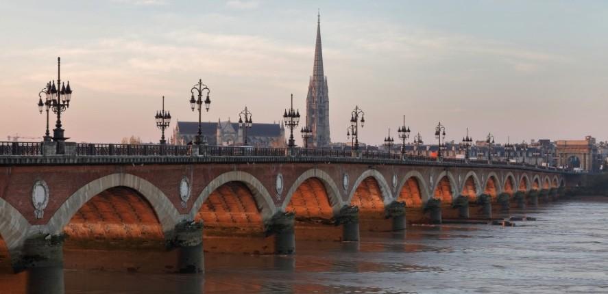 """""""Je suis dégouté de Bordeaux, on n'y est plus en sécurité. Pour la plupart des agressions, ils sont de type nord africains"""" : victimes de la violence grandissante, ils témoignent"""
