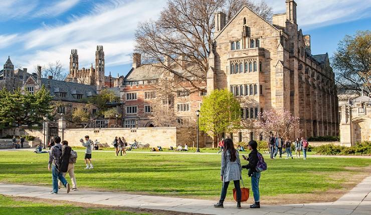 """""""Les Asiatiques et les Blancs ont quatre à dix fois moins de chance d'être admis que les afro-américains"""" : l'université de Yale accusée de discrimination"""
