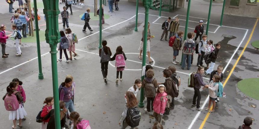 Nouveau délire du maire de Lyon : la municipalité écologiste veut supprimer les terrains de foot dans les écoles car ce serait sexiste