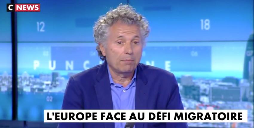 """Gilles-William Goldnadel : """"Je fais partie de la majorité des Français qui n'acceptent plus l'immigration. Je le vis comme un drame et une invasion, on n'a pas demandé l'avis aux Français"""" (Vidéo)"""