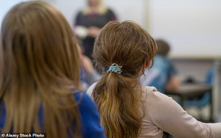Royaume-Uni : une étude confirme que les enfants blancs pauvres sont de très loin les plus défavorisés à l'école, les aides sociales ne vont qu'aux minorités… comme en France