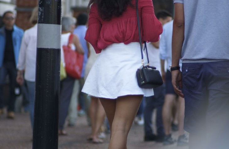 Jupes «trop courtes» : des nouvelles femmes violemment agressées par des «individus»