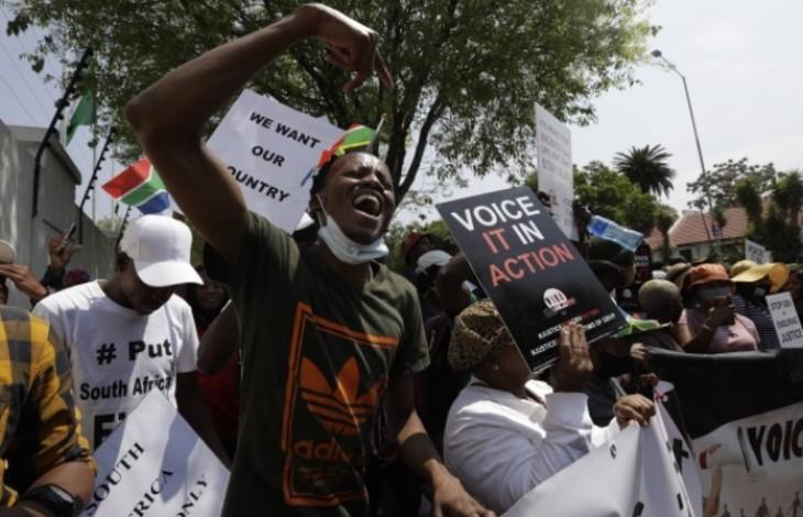 """""""Les Sud-Africains d'abord"""" : manifestation anti-immigration devant l'ambassade du Nigéria en Afrique du Sud"""